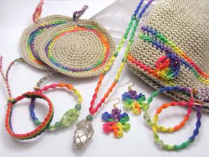虹色ヘンプ麻シリーズ アクセサリーから帽子、小物まで幅広く製作しています。