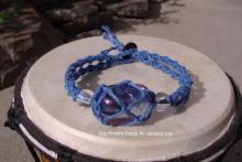 コスモオーラクリスタルを草木染の藍染の糸で包んだブレスレット