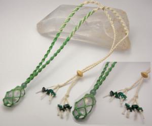 水晶を包み黄金比の割合で編み糸を変えた「黄金比シリーズ(グリーン)」